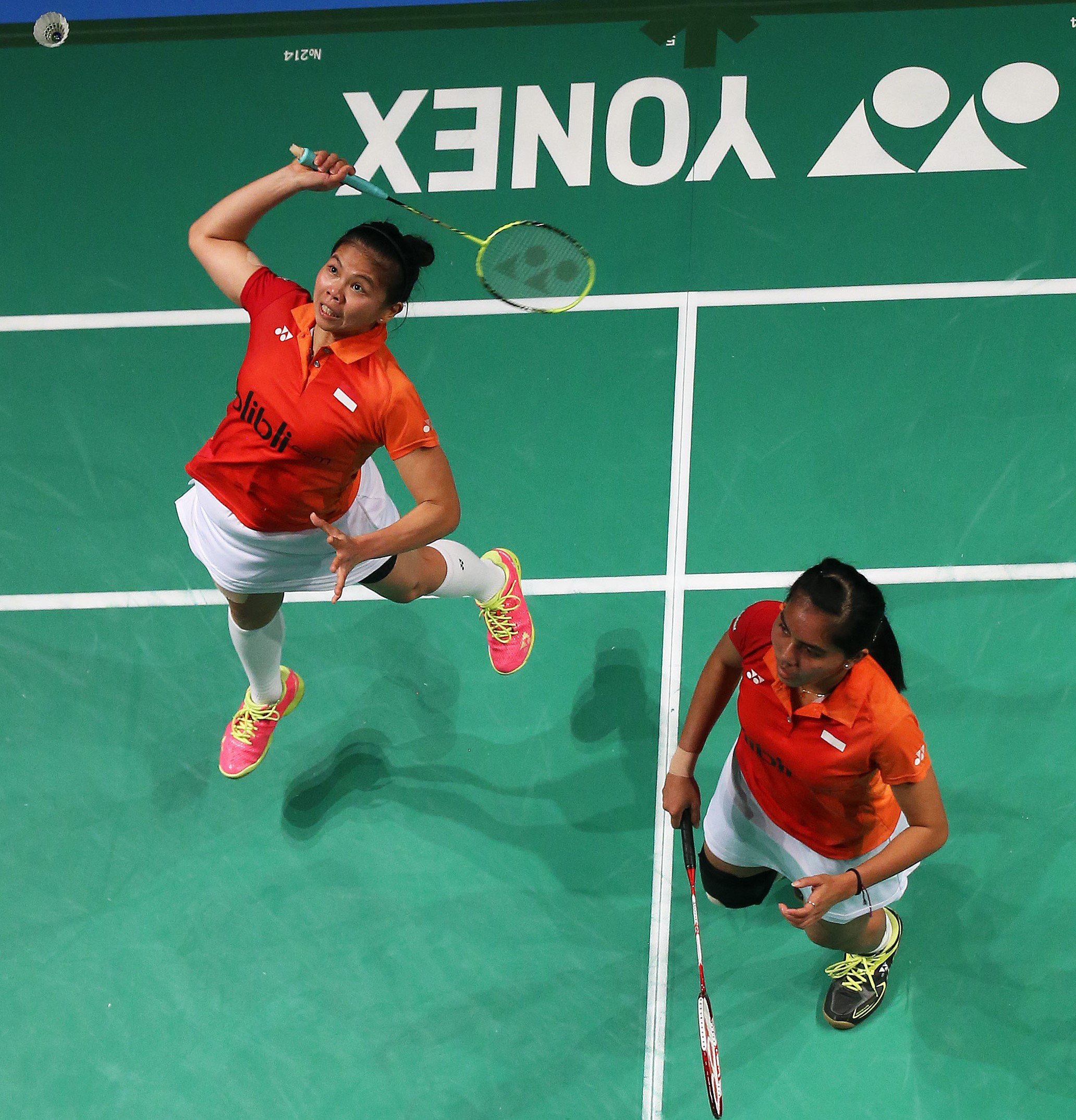 Nitya Krishinda Maheswari (right) & Greysia Polii of Indonesia